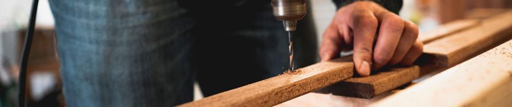 Fabrication de poulaillers bois sur mesures dans notre atelierFrançais
