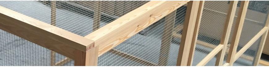 Création de volières, enclos et pars grillagés sur mesures en bois.