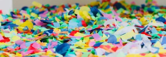 Des coqs en papier déchiré